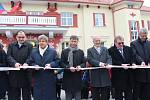 Slavnostním přestřižením pásky starosta Uherského Brodu oficiálně otevřel nový dopravní terminál. V rámci otevření byla odhalena také socha Ondřeje Olivy.