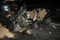 Bočnímu střetu s nákladním automobilem a kamionem se nevyhnul jednašedesátiletý muž, který vjel do protisměru na silnici I/50.