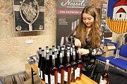 DEN VÍNA. V Jezuitském sklepě ve Starém Městě ochutnávali milovníci vína 83 vzorků od místních vinařů a 11 vzorků z Vinařství Nosreti Zaječí.