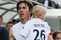 1. FC Slovácko - FK Teplice. Jan Trousil se loučil se Slováckem i se synem na rukou.
