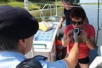 Policisté společně s příslušníky Státní plavební správy kontrolovali v pátek 3. července vůdce plavidel na řece Moravě a na Baťově kanále v okolí Uherského Hradiště.