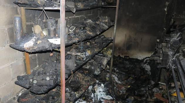 V noci na pátek 3. listopadu hořel v Březové rodinný dům. Majitel se při hašení nadýchal zplodin a musel být odvezen záchrannou službou do nemocnice. Na místě zasahovalo šest hasičských jednotek z Uherského Hradiště, Strání, Březové, Vlčnova a Nivnice.