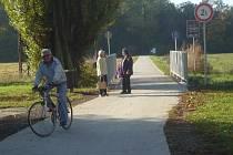 Zrekonstruovaná část cyklostezky v Kunovském lese. Ilustrační foto.