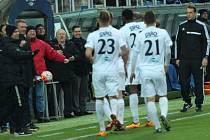 Slovácko proti Jihlavě - Francis Kone zasalutoval po svém gólu na 2:1.