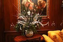 Příprava výstavy Vánoce na zámku v Buchlovicích.