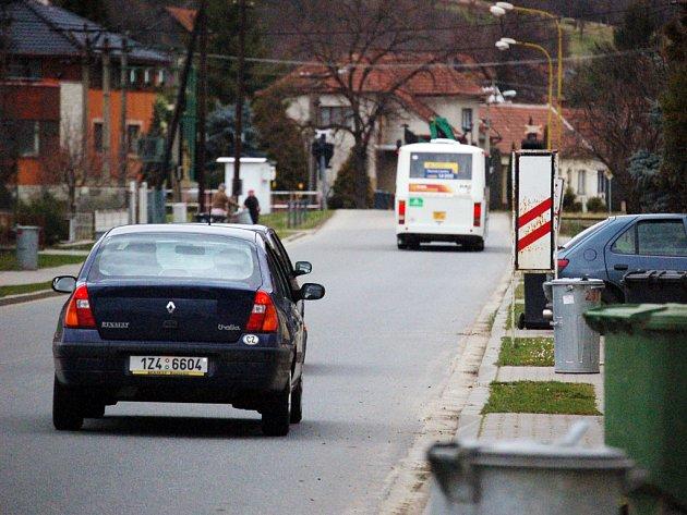 Bezpečí řidičů v pondělí světelná signalizace u železničního prejezdu v Havřicích nehlídala.