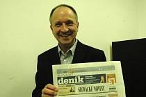 Jaromír Kubů si prohlédl také vydání Slováckého deníku.