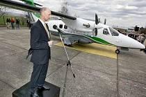Na letišti v Kunovicích představila společnost Evektor nový model malého letounu EV-55 Outback. (na snímcích Petr Štěrba, šéfkonstruktér letadla)