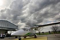 Na letišti v Kunovicích představila společnost Evektor nový model malého letounu EV-55 Outback.