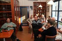 Luděk Navara, který velmi dobře mapuje komunistickou minulost, na besedě v Uherském Hradišti.