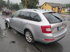 Při střetu dvou aut se zranili tři lidé