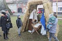 Několik slováckých usedlostí v obci Vlčnov předvedlo zájemcům tradiční oslavu Vánoc od konce devatenáctého století do první poloviny dvacáteho století.