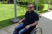 Slovácká výzva, jízda na invalidním vozíku v Diakonii ČCE středisku Cesta. Šéfredaktor Slováckého deníku Pavel Bohun.