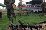 Na zahájení nové sezony se v sobotu do Leteckého muzea v Kunovicích sjely stovky lidí. K vidění byli i muži v uniformách a stará válečná technika.