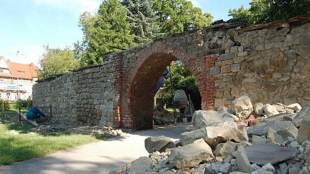 Rekonstrukce Matyášovy brány v Uh. Hradišti.