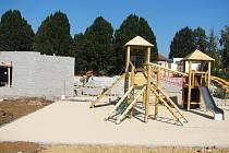 Na stavbě víceúčelového zařízení v Polešovicích vládne v těchto dnech čilý pracovní ruch.