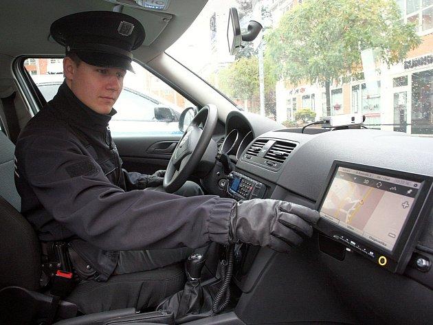 Nové policejní automobily Krajského ředitelství policie Zlínského kraje ve Zlíně.  Lokalizační a záznamové zařízení.