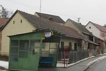 Starý domek v těsné blízkosti zastávky v Rudicích by se, podle mínění památkářů, v budoucnu mohl stát klenotem obce