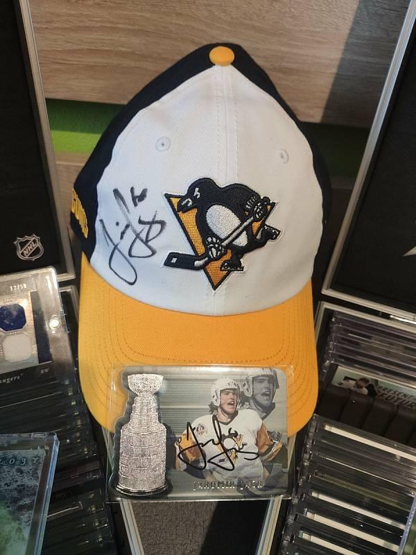 Podepsaná kšiltovka Pittsburgh Penguins.