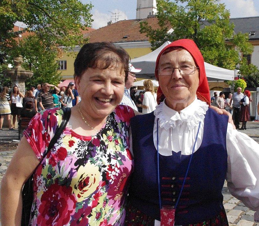 Východní Slovácko v Hradišti na Slováckých slavnostech vína a otevřených památek obsadilo místo Brodu Mariánské náměstí. Potřetí za sebou