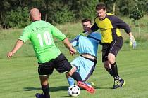 Gólman Popovic Tomáš Tetera (vpravo) střelce Huštěnovic nakonec na uzdě neudržel a jeho tým prohrál i třetí zápas v novém ročníku.