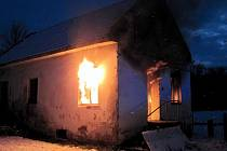 Požár opuštěného domu pravděpodobně způsobila pyrotechnika