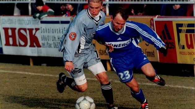 Někdejší záložník Synotu Miroslav Hlahůlek (vlevo) působí v ligovém Slovácku jako trenér dorostu.