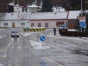 Provizorní kruhový objezd v Uherském Brodě. Ilustrační foto.