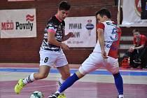 Futsalisté Uherského Hradiště prohráli v edenu s favorizovanou Slavií Praha 5:8. Na snímku Tomáš Maniatis (vlevo)