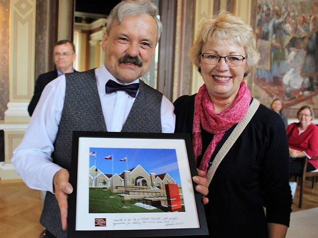 Vzácná návštěva z USA v Galerii J. Uprky i na hradišťské radnici.