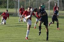 Fotbalisté Uherského Brodu (červené dresy) v prvním kole MSFL remizovali s béčkem Slovácka 3:3.