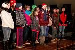 Na prostranství před Turistickým centrem Velehrad se v pátek uskutečnil X.  Děcký jarmark. Školáci přivítali blížící se Vánoce písničkami, básničkami a hudbou.