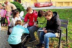 Slunečné počasí provázelo vHradišti páteční naučnou a pohodovou akci ke Dnu stromů.