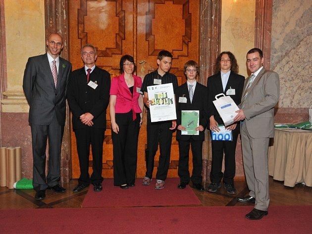 Ekotým z hradišťské základní školy Za Alejí převzal mezinárodní titul Ekoškola.