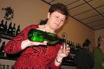 V Babicích bylo k ochutnání na sto sedmdesát vzorků červených a bílých vín.