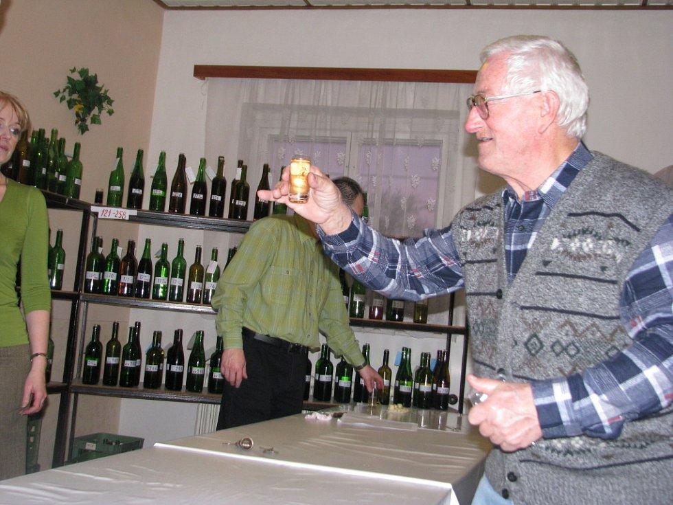 Košt vín v Babicích.