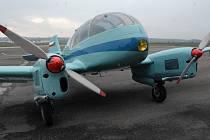 Renovovaný letoun Aero Ae-45 při představení na kunovickém letišti.