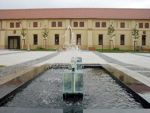 Panský dvůr je citlivým propojením architektury minulé s tou současnou.