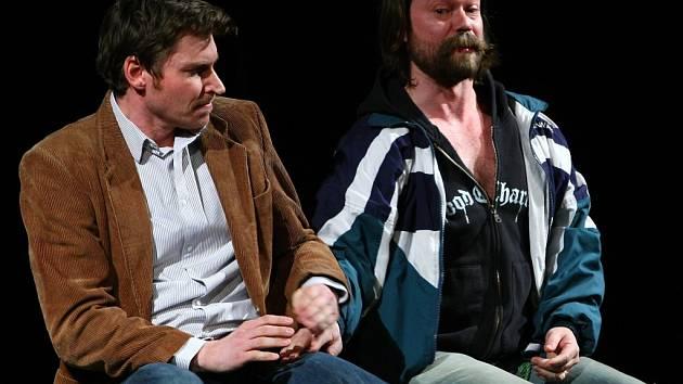 Divadelní drama Keitha Huffa s názvem Deštivé dny uvedli Richard Krajčo a David Švehlík.
