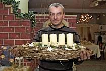 NA VÝSTAVĚ. V Jalubí je adventní a vánoční výzdoba v barvách oděná.
