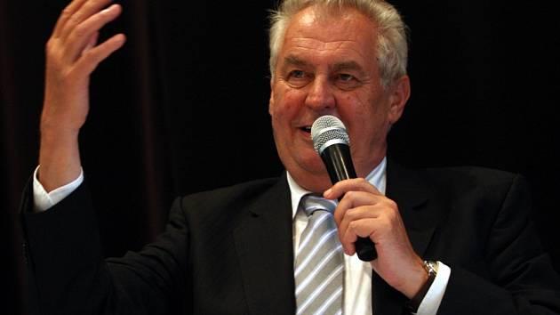 Návštěva prezidenta Miloše Zemana. Setkání s občany v kulturním domě v Osvětimanech.