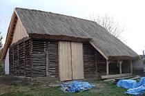 Starobylá stodola v Šumicích prošla generální opravou