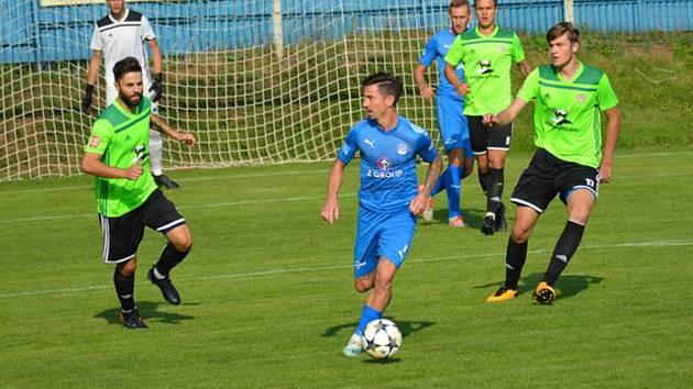Fotbalisté Slovácka (v modrých dresech) porazili ve 2. kole MOL Cupu třetiligovou Vrchovinu 5:0.