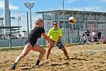Výtěžek turnaje vplážovém volejbale podpoří projekt Kola pro Afriku.