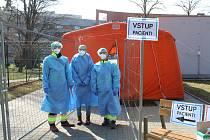 Do týmu Uherskohradišťské nemocnice se zapojilo přes dvacet studentů lékařských a zdravotnických fakult. Na snímku Roman, Helena a Karel.