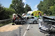 Šest zraněných je výsledkem vážné dopravní nehody, kdy se ve středu odpoledne nedaleko Starého Hrozenkova na frekventované silnici I/50  srazila dvě vozidla.