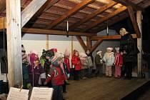 Kouzlo Vánoc dýchlo při programu školáků na každého z návštěvníků.