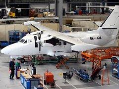 Výroba letadla L-410. Ilustrační foto.