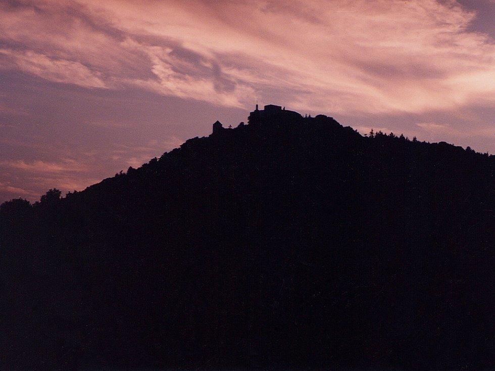 Po schůzkách s tajemnou kráskou se pan Dětřich vracíval na hrad až po soumraku.