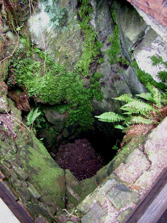 V hradní studni měla mizívat domnělá Vildonova dcera.